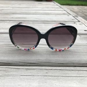 BETSEY JOHNSON FLORAL SUNGLASES